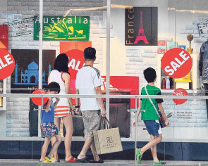 Shopping patterns shift amid slowdown