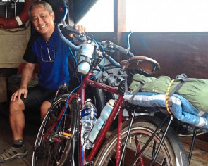 This man plans to see the world on his bicycle