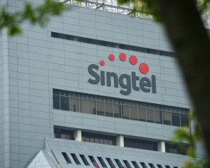 Football fans upset as Singtel's Cast app down for second night in a row during EPL matches
