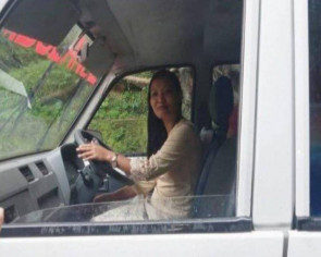 Indian doctor drives patient to hospital in ambulance