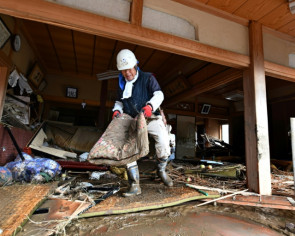 Japan in non-stop search for typhoon survivors; toll at 74