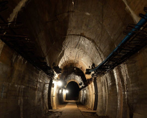 "Polish soldiers arrive at spot where Nazi ""gold train"" may be buried"