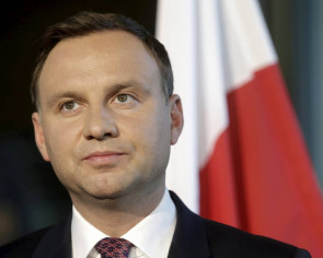 Polish president signs controversial court reform into law