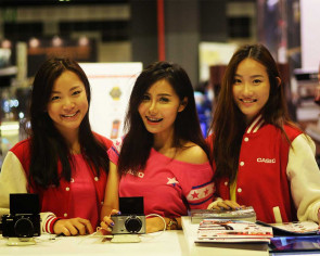Confessions of a Comex booth babe
