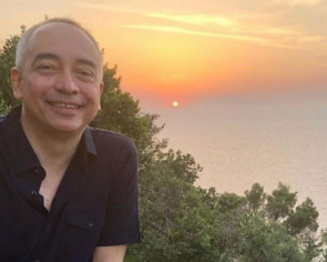 Malaysia's CIMB says chairman Nazir Razak, brother of Najib, to step down by year end