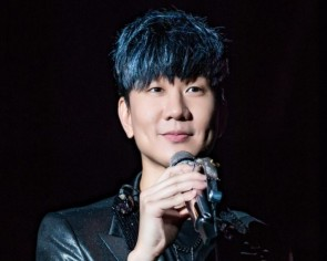JJ Lin may be the face of the Predator Gaming Chair x Osim