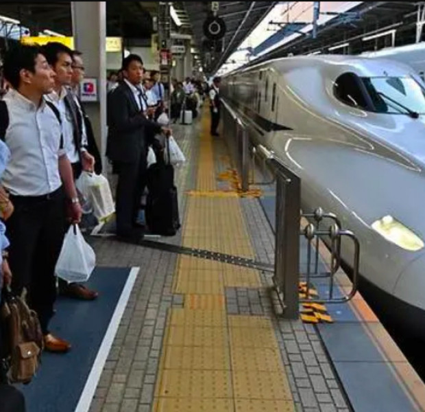 Mind the doors: Japan bullet train runs with door open at 280 km/h