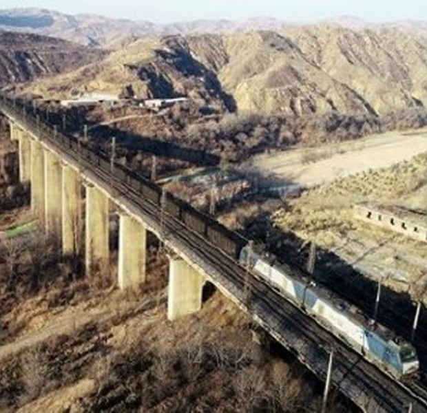 Cargo train derails on China's Datong-Qinhuangdao railway: Rail authority