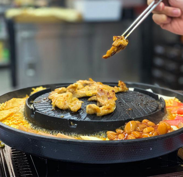 This Korean BBQ buffet stall in Singapore is giving a 15% discount to customers who are underweight