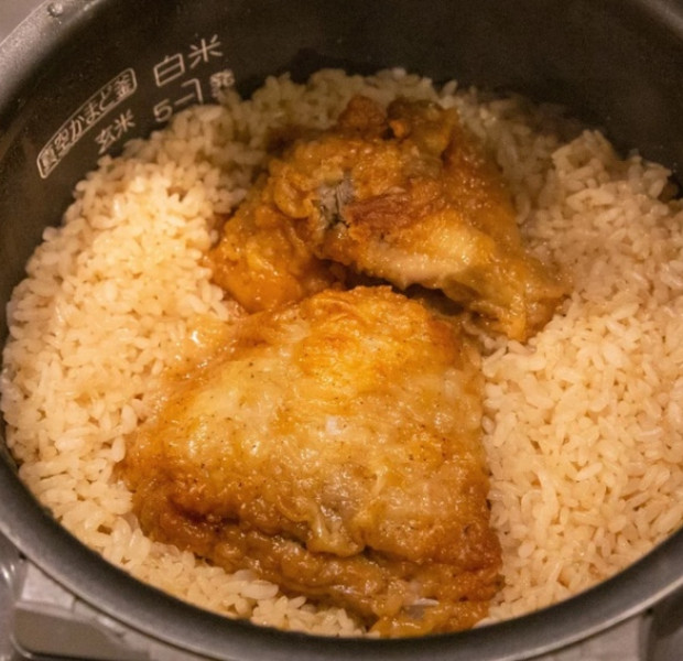 Internet salivates at Japanese method of cooking rice with KFC Original Recipe chicken