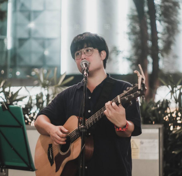 Singapore busker sees the best and worst of humanity on the streets