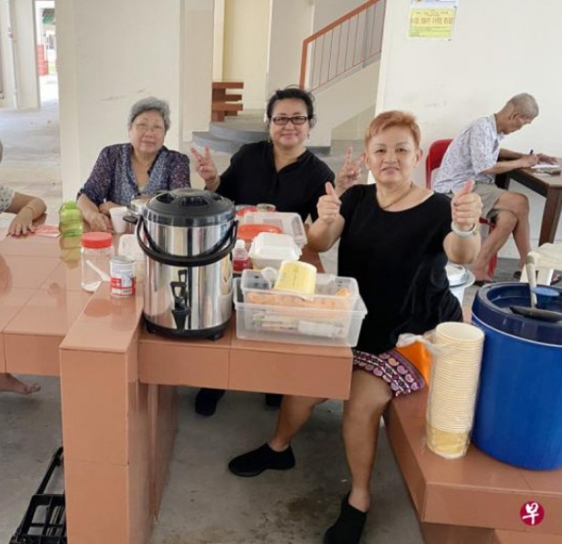 This Made My Day: Couple dishes out free lunches and friendship to elderly in Bedok