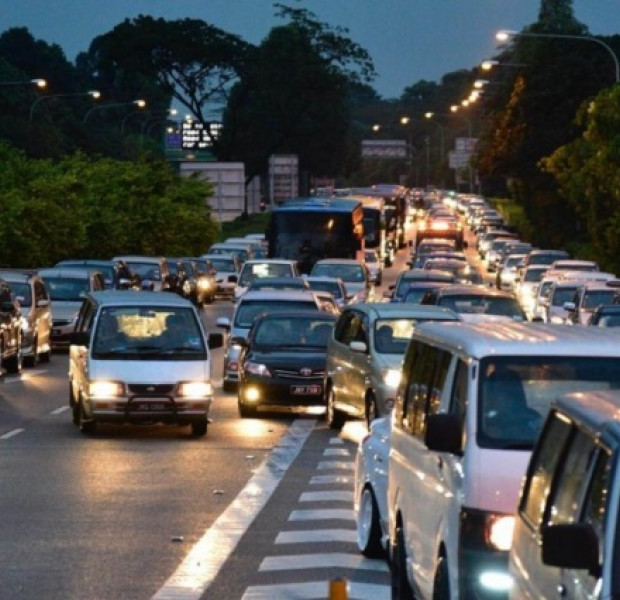 Free and useful apps to beat the Causeway jam for vacations in Malaysia