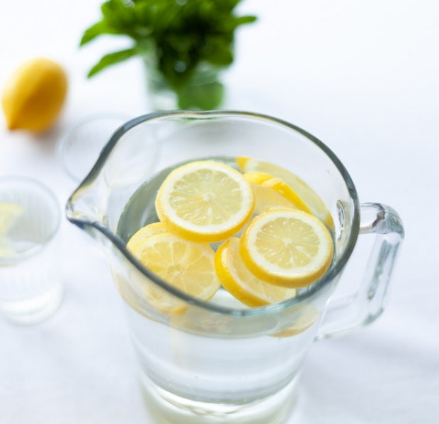 6 benefits of drinking lemon water