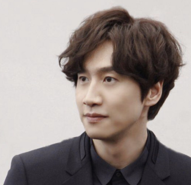 Running Man's Lee Kwang Soo suffers injury after car accident