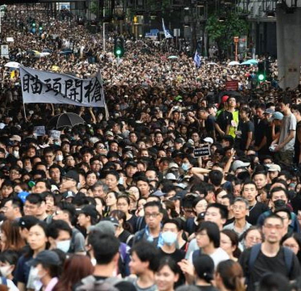 Thousands march peacefully to spread HK protest message
