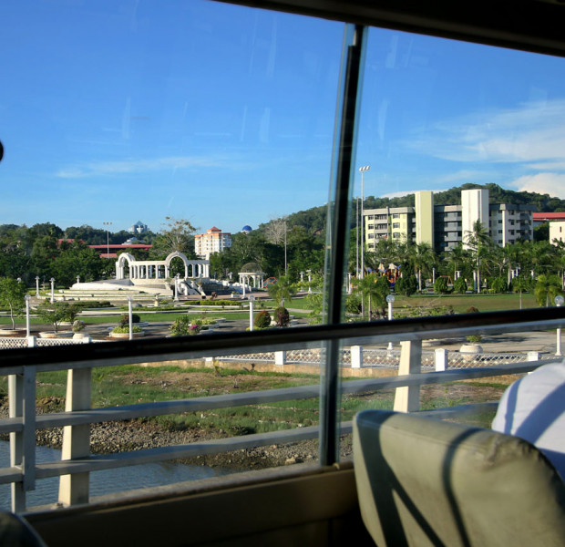 Sightseeing around Brunei on a bus