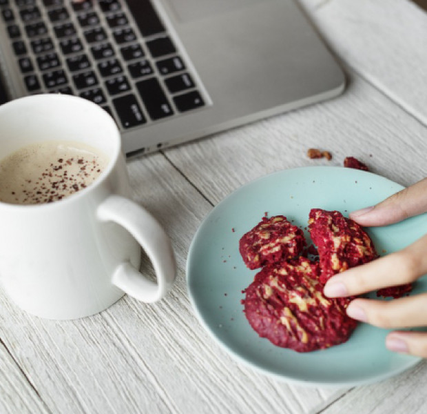 12 deliciously guilt-free snacks you can munch on at work
