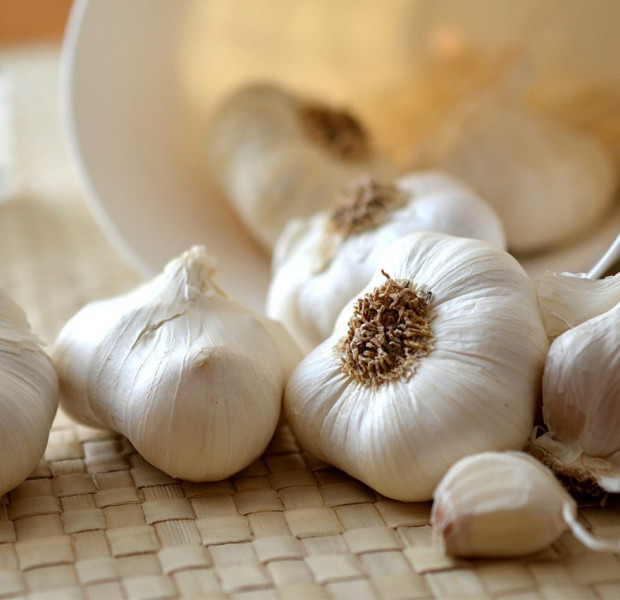 This garlic peeling hack is blowing up the internet and we're dying to try it