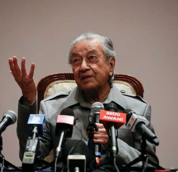 Anwar doesn't have majority support, I only want to help him, says Mahathir