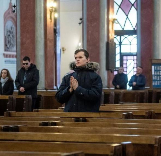 Polish Priest tries to ward off coronavirus with street blessings