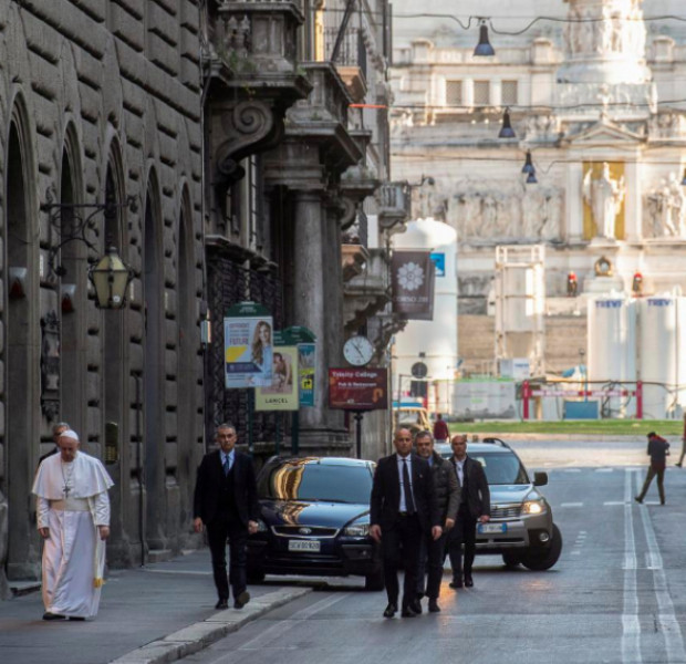 Pope in dramatic visit to empty Rome to pray for end of virus