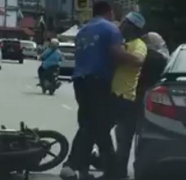 Malaysian cops looking for man who slapped, punched woman in viral video