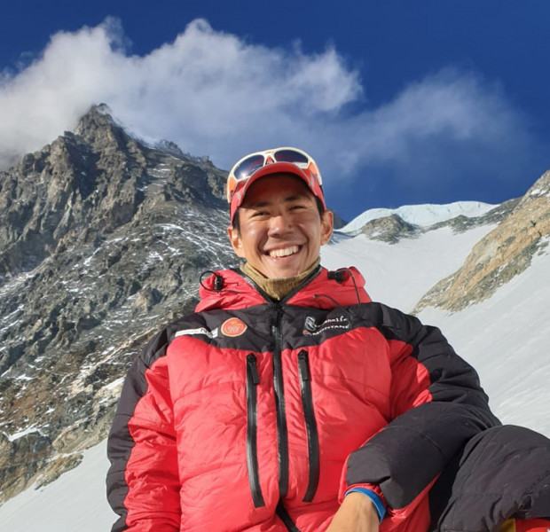 Singaporean climbs Mount Everest for charity, succeeds on second try