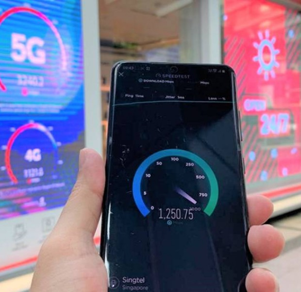 Singtel shows off 5G tech with cloud gaming and a robot at its Unboxed pop-up store