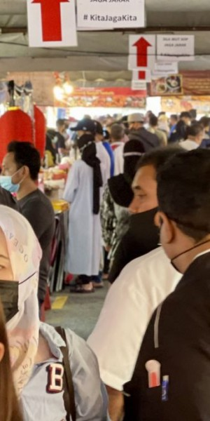 Crowded Ramadan bazaars in Malaysia leave many fearing a rise in Covid-19 cases