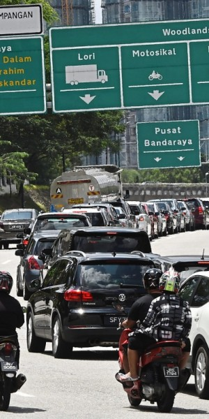 Get a move on Causeway congestion, urge users
