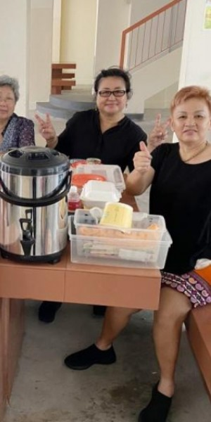 This Made My Day: Couple dishes out free lunch and friendship to elderly in Bedok