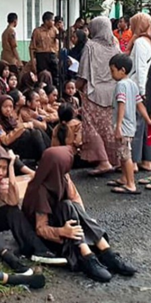 Long skirts for Indonesian girl scouts criticised following river-trekking tragedy