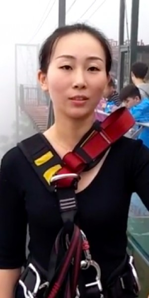 Chinese woman bungee jumps from 300m to deliver lunch for work colleagues