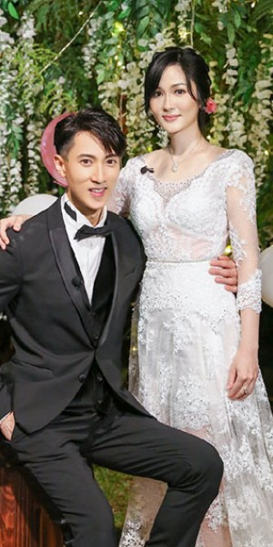 After 16 years, Wu Chun finally holds wedding ceremony with his wife and cries at her dress