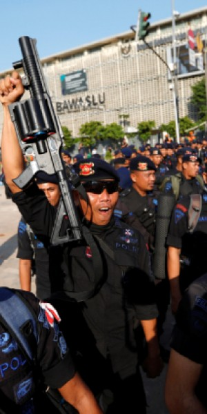 Indonesian troops flood Jakarta streets after post-election riots