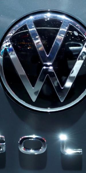 Volkswagen admits car ad racist, apologises
