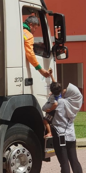 Internet rejoices over snaps of toddler sharing chocolates with garbage truck driver in Choa Chu Kang
