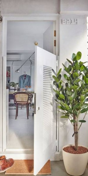 8 HDB front door ideas to make your neighbours green with envy
