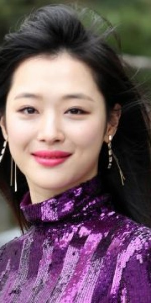 Private funeral for K-pop singer Sulli, police find notepad detailing her thoughts on life
