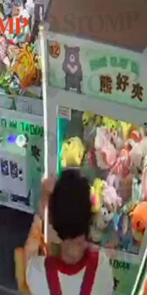 Auntie shakes 200kg claw machine at Lucky Plaza until stuffed toy drops out