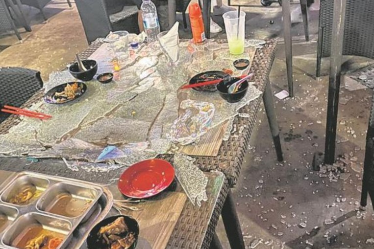 Glass Tabletop Explosion Mookata Restaurant Owner Allegedly Swore At Injured Customers Refused To Meet Them Singapore News Asiaone - Why Do Glass Tables Explode