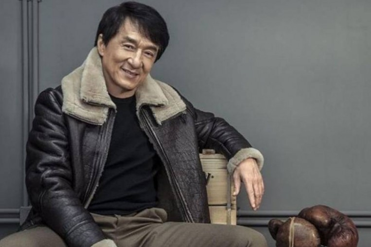 Audience shocked to see Jackie Chan hobbled by old injury ...