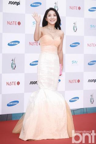 Korean drama stars look dazzling on Seoul Drama Awards' red