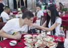 Ex-stewardess quits job to offer 'crab-peeling' service for $57
