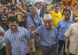 Malaysia's Mahathir calls for 'people power' to topple PM Najib