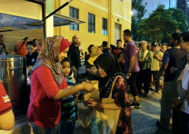Malaysians are 10th most generous people in the world
