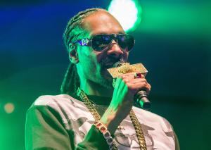 Rapper Snoop Dogg stopped at Italian airport with $576,000 in cash
