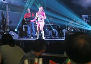 Thirty Going On Auntie: Junior's a getai fan