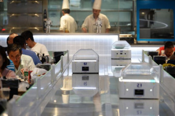 Robots replace waiters in China restaurant